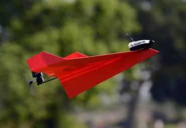 Мечта детства: радиоуправляемый бумажный самолётик