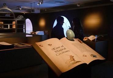 Посетите выставку британской библиотеки «Гарри Поттер» с вашего дивана